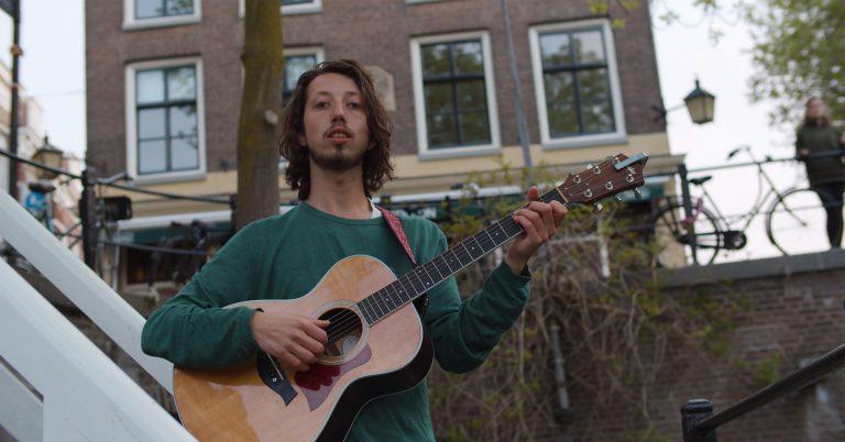 Sam Haug – Stil Even (ft. Koor Kwaya)